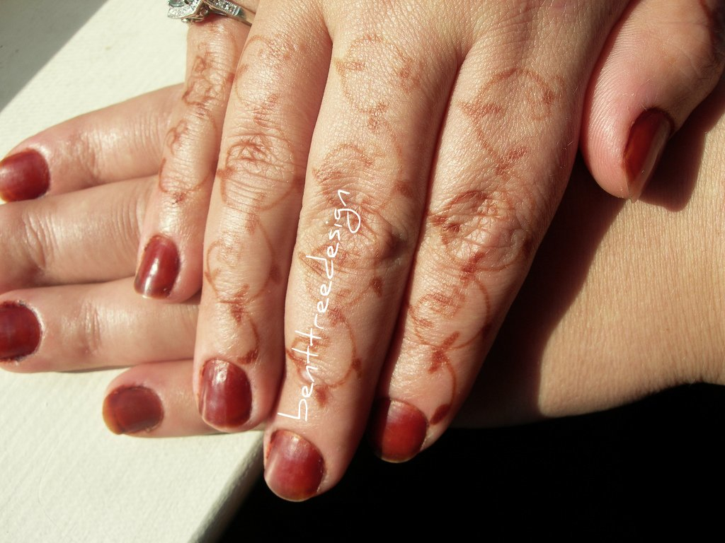 Applying Henna and Cassia Onto Nails | Henna Blog Spot