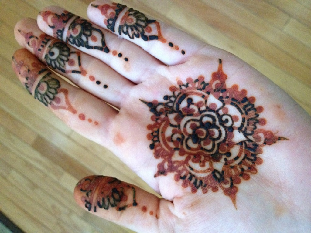 Henna Tattoo How Long Does It Last : How long do henna tattoos last inspirational designs