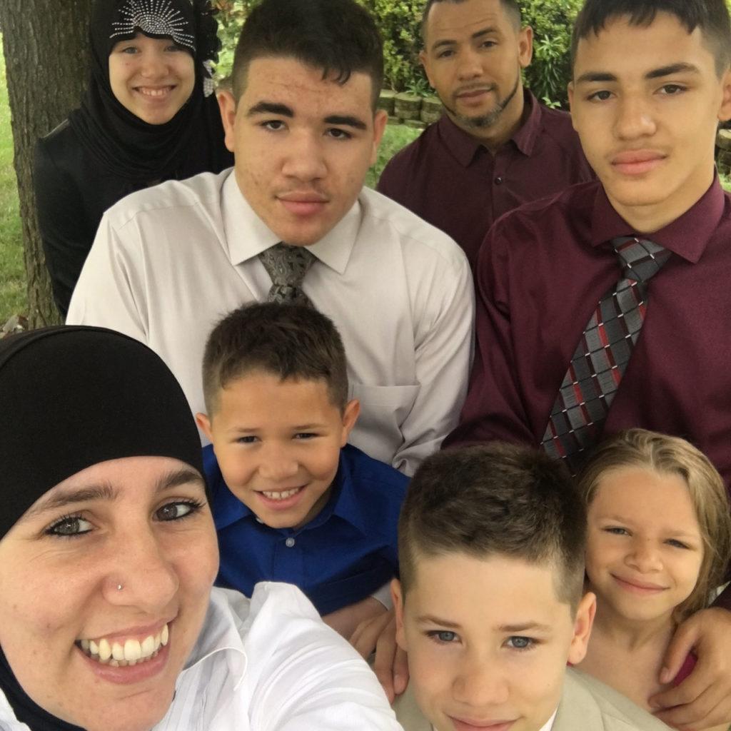 family-team-pender-ali-isa-family-big-large-khadija-carryl-hennasooq-hennasmall-business-entrepreneur-columbia