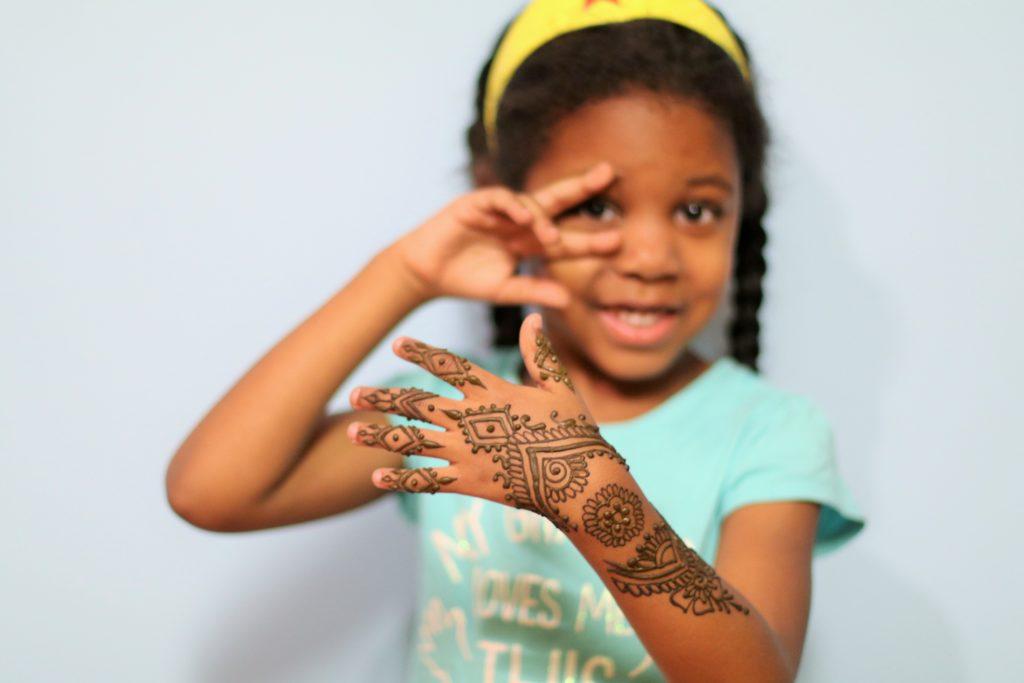 curly-nikki-henna-gia-hand-art-hennasooq-dmv-dc-baltimore-art-elkridge-columbia-maryland-peace